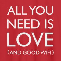 Camiseta con mensaje All you need is love and wifi