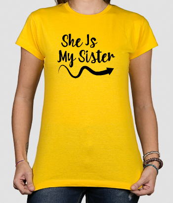 Camiseta she is my sister izquierda
