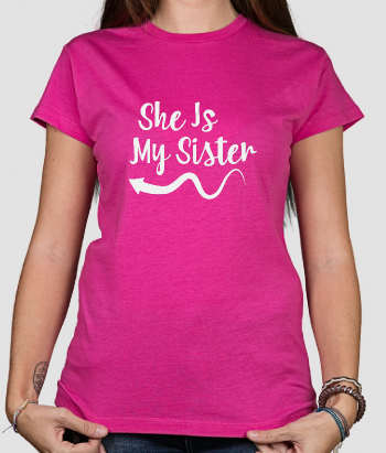 Camiseta she is my sister derecha