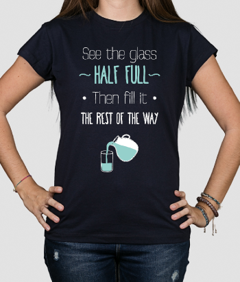 T-shirt tekst glass half full