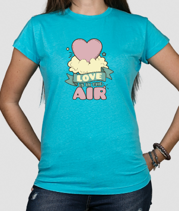 T shirt con scritta Love is in the Air