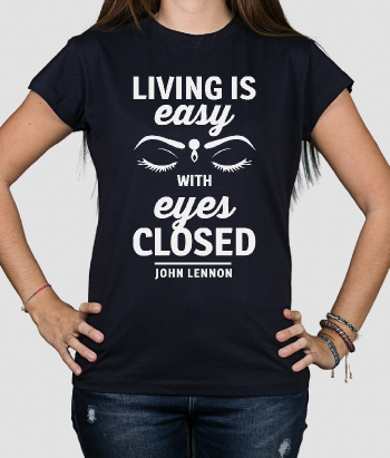 T-shirt muziek en tekst Living is easy