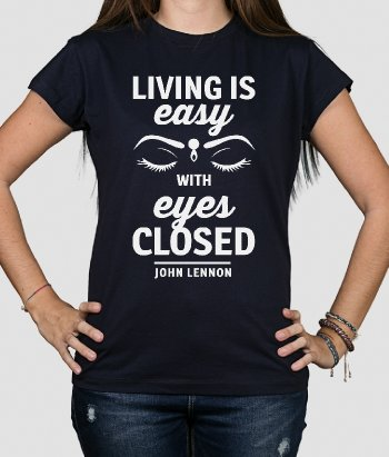 T-shirt con scritta Living is easy