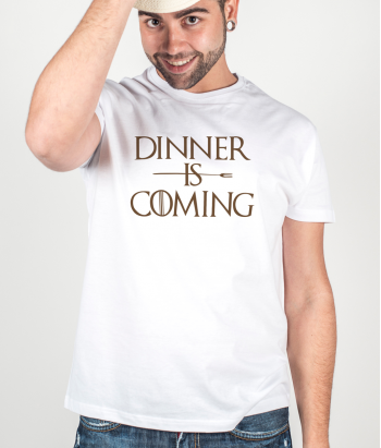 T-shirt Tekst Dinner Is Coming