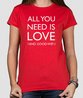 T-shirt con scritta All you need is love and wifi