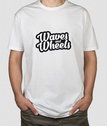 T-shirt surf en tekst Waves and Wheels