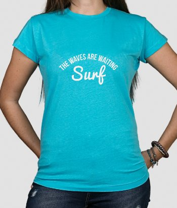 T-shirt surf waves are waiting
