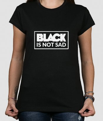Camiseta con mensaje Black is not sad