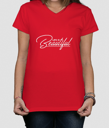 T-shirt com frase Life is Beautiful